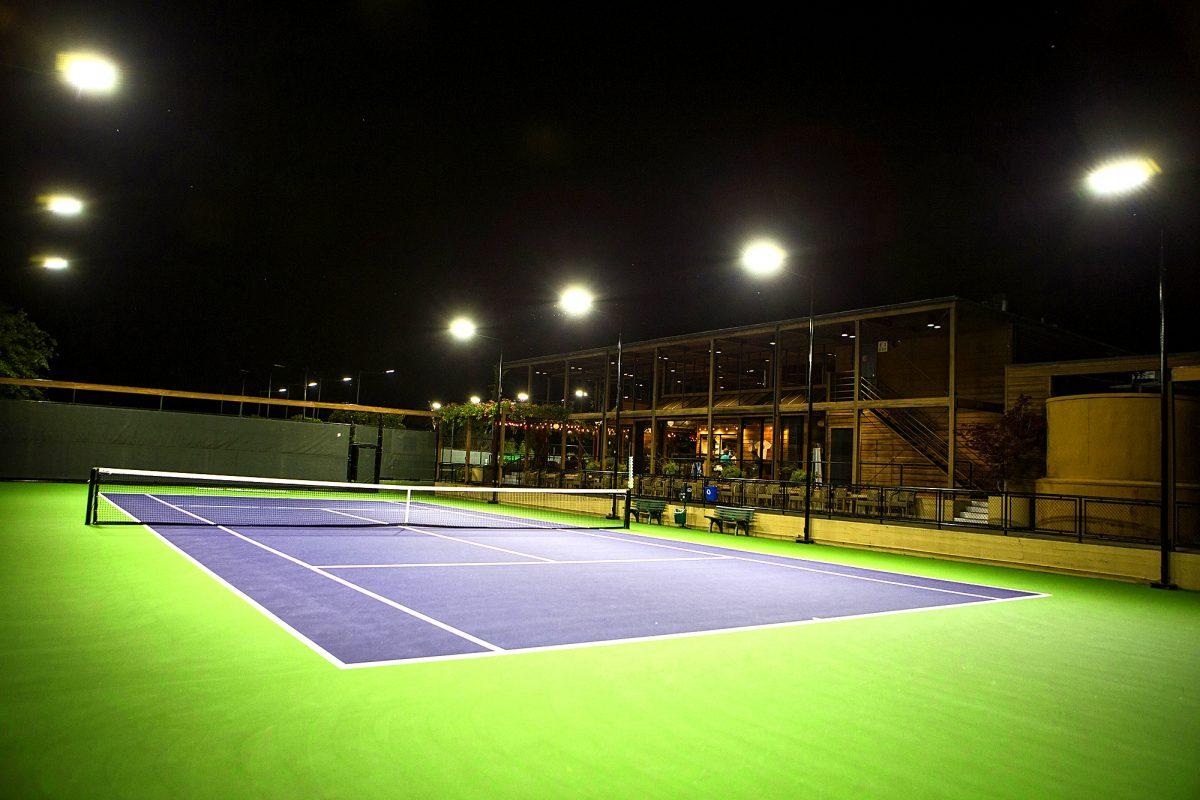 Hình ảnh ứng dụng đèn pha led tại sân bóng