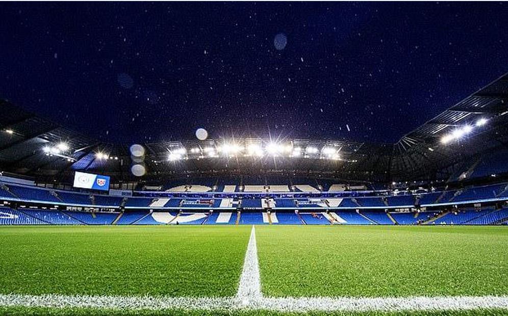 Hình ảnh ứng dụng đèn pha led tại sân bóng lớn